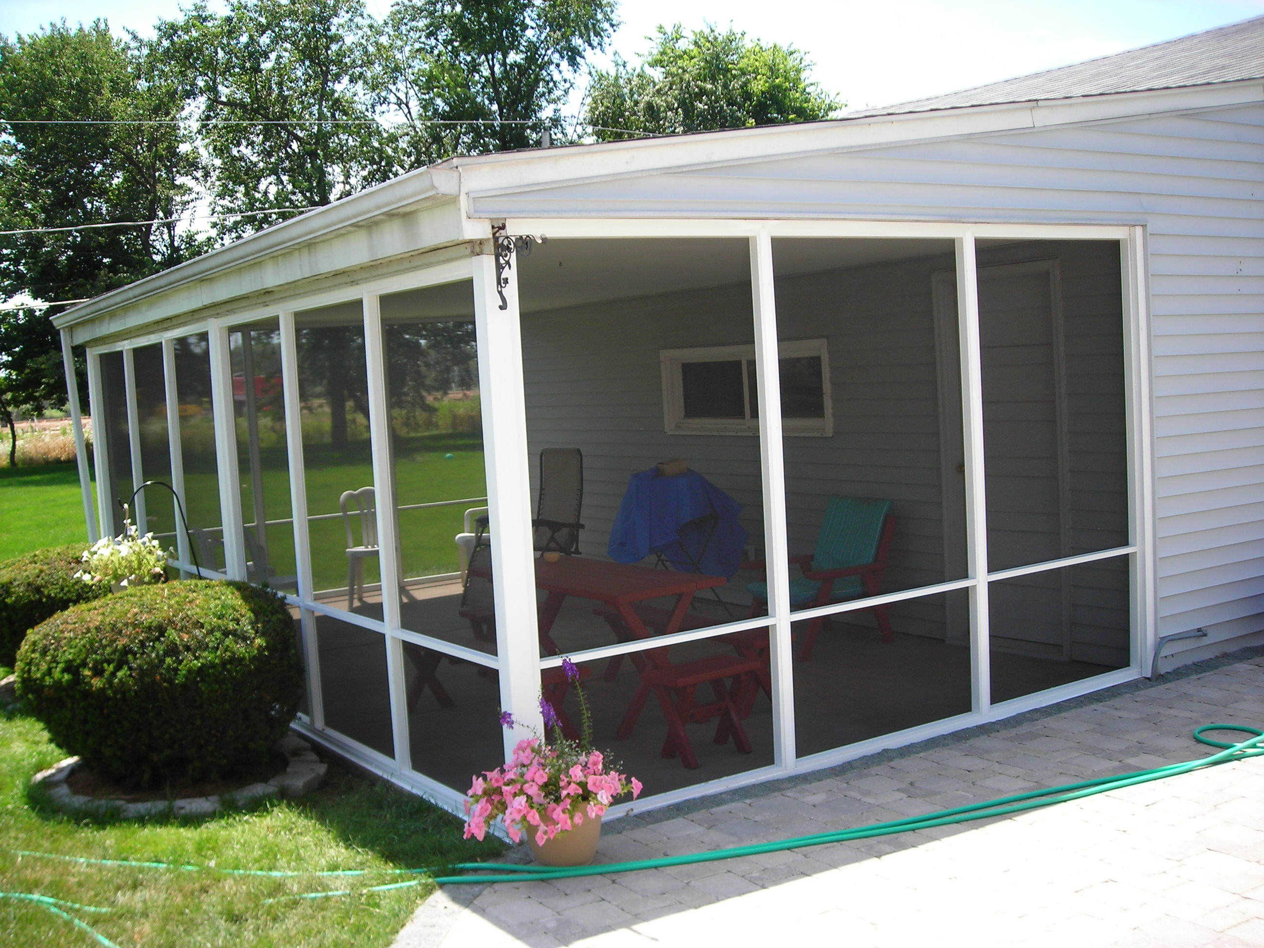 Aluminum screen aluminum screen porch for Screened porch pictures only